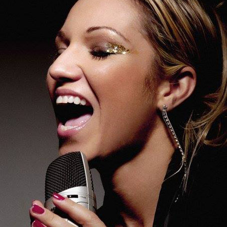 Simonne Cooper - DJ/Singer Dubai