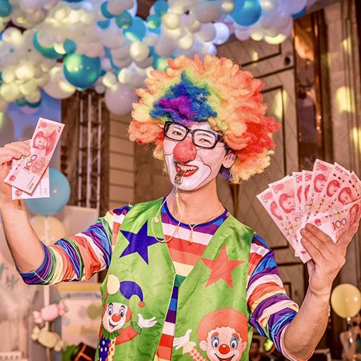 Balloon clown and Bubble artist