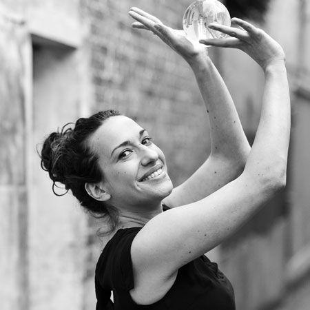 Melodie Veillard - contact juggler