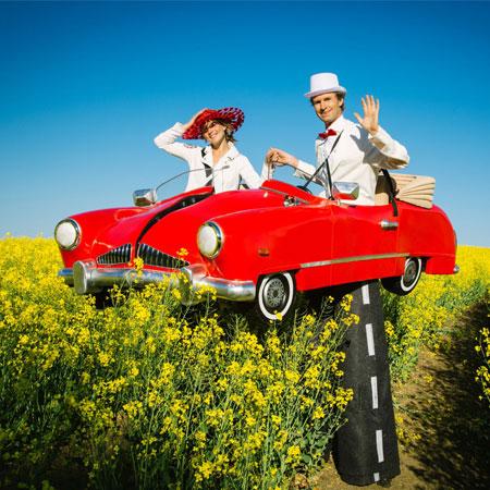 Björn de Vil - Car Stilt Walking Duo