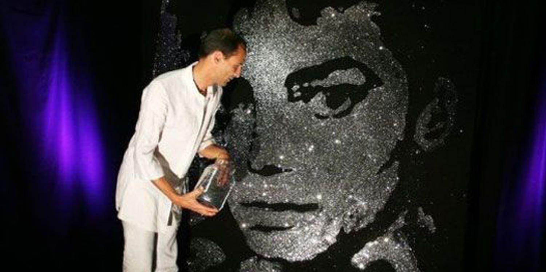 Speed Painter Teaches His Art To Japanese TV Star