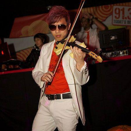 Electric Violinist: Lester