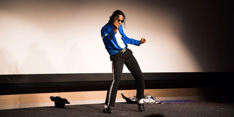 MJ Impersonator Thrills Audiences In Singapore