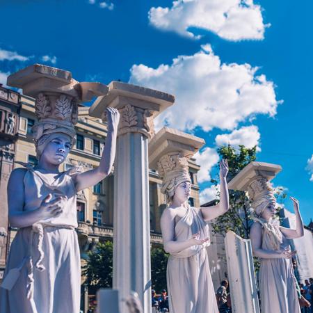 Famous Art - Human Statues