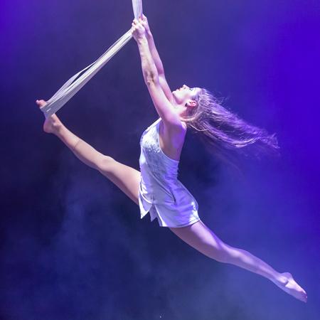 Mareike Koch Artistik – Aerialist & Acrobat
