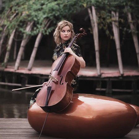 Bach and friends - Female Cellist