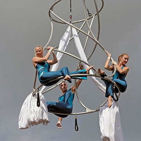 Bencha Theatre - Aerial Objects