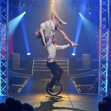 Tobit and Jasmin - Duo Unicycle