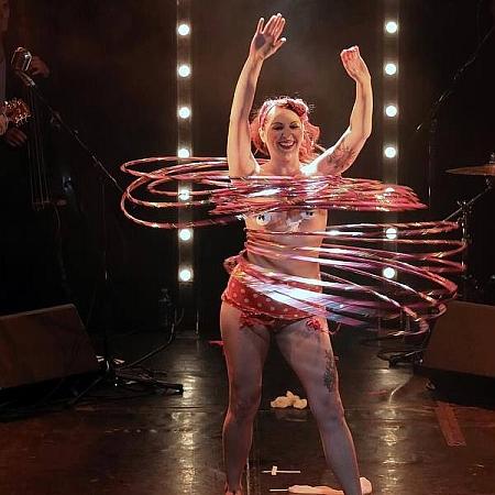 Lila Chupa-Hoops - Hula Hoop Performer
