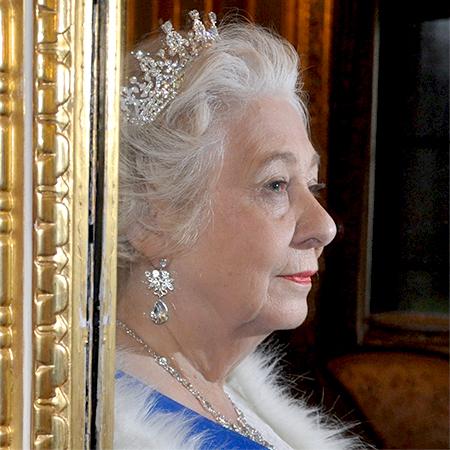 Patricia Jarrams (Queen Elizabeth Davis) - Queen Elizabeth Lookalike