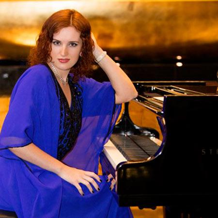Olga Chumachenko - Female Pianist