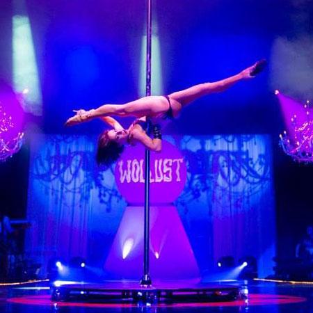 Sheila Nicolodi - Pole Dancer