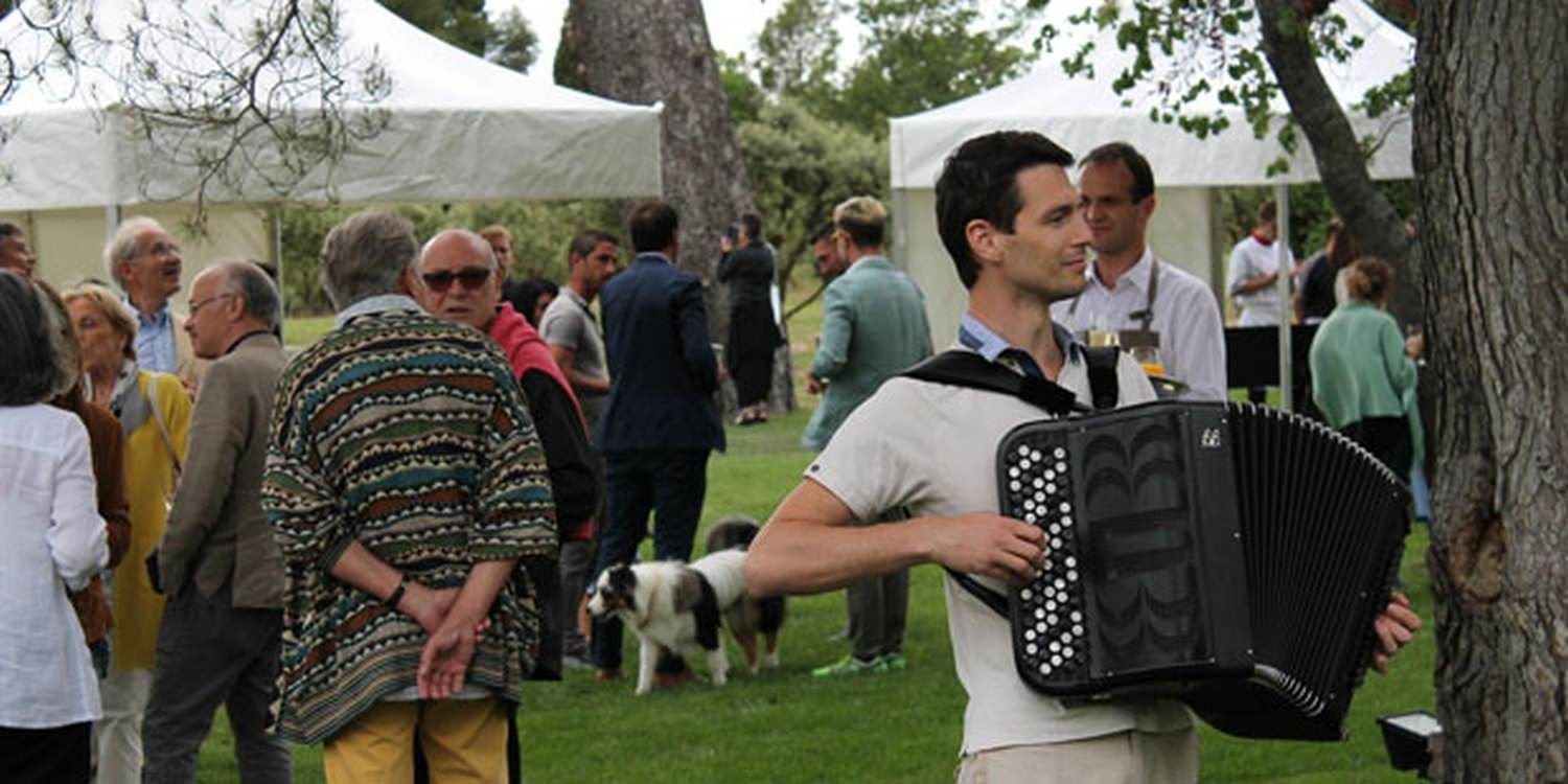 Musicians Entertain The Masses At Vaucluse Party