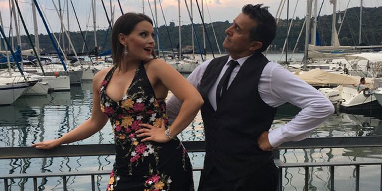 Singing Waiter Surprises Wedding Guests In Italy
