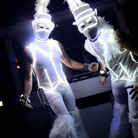 wlm-group - LED white stilt walkers