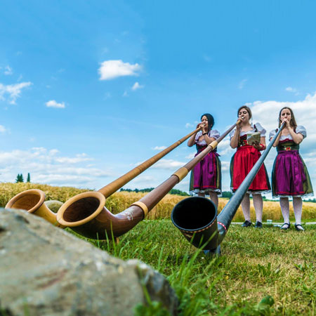 The Alpine Sisters - Female Alphorn Group