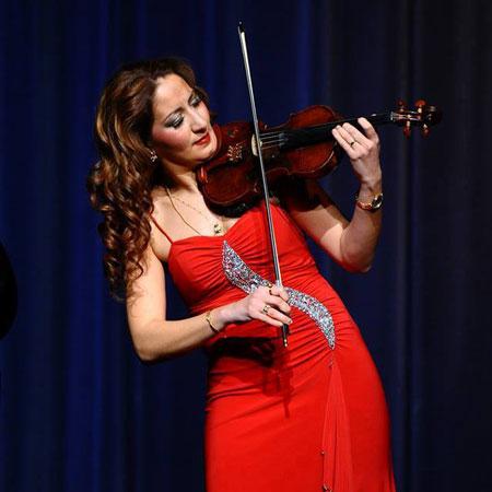 Bernadett Nyari - Violinist