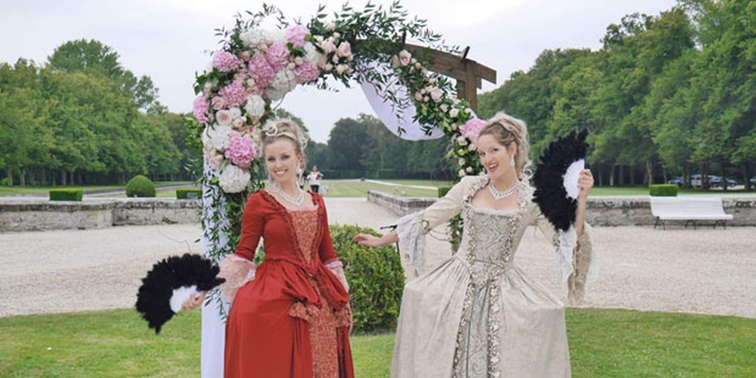 Hostesses Bring 18th Century Style To Fontainebleau Wedding