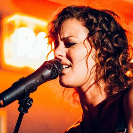 Andrea Dee - Singer