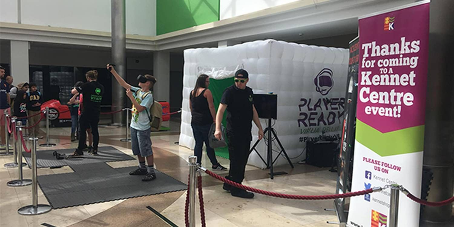 Mall-Goers Experience VR First Hand