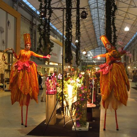 ARTrageous Theatre - Promotional Stilt Walkers