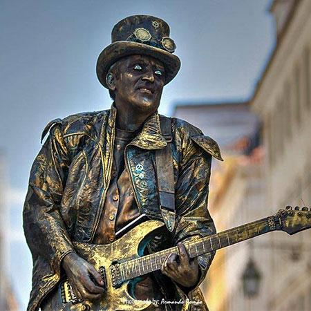 Living Statue 'Guitar Hero'