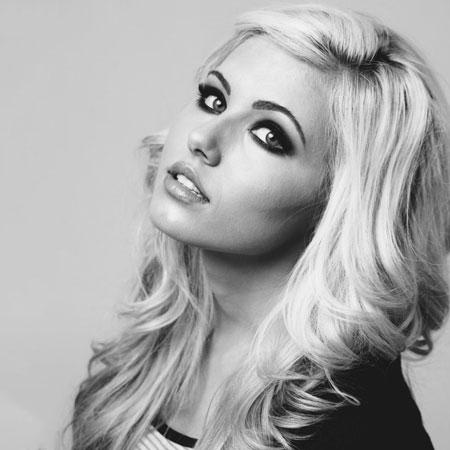Nicki Taylor - Singer and Influencer