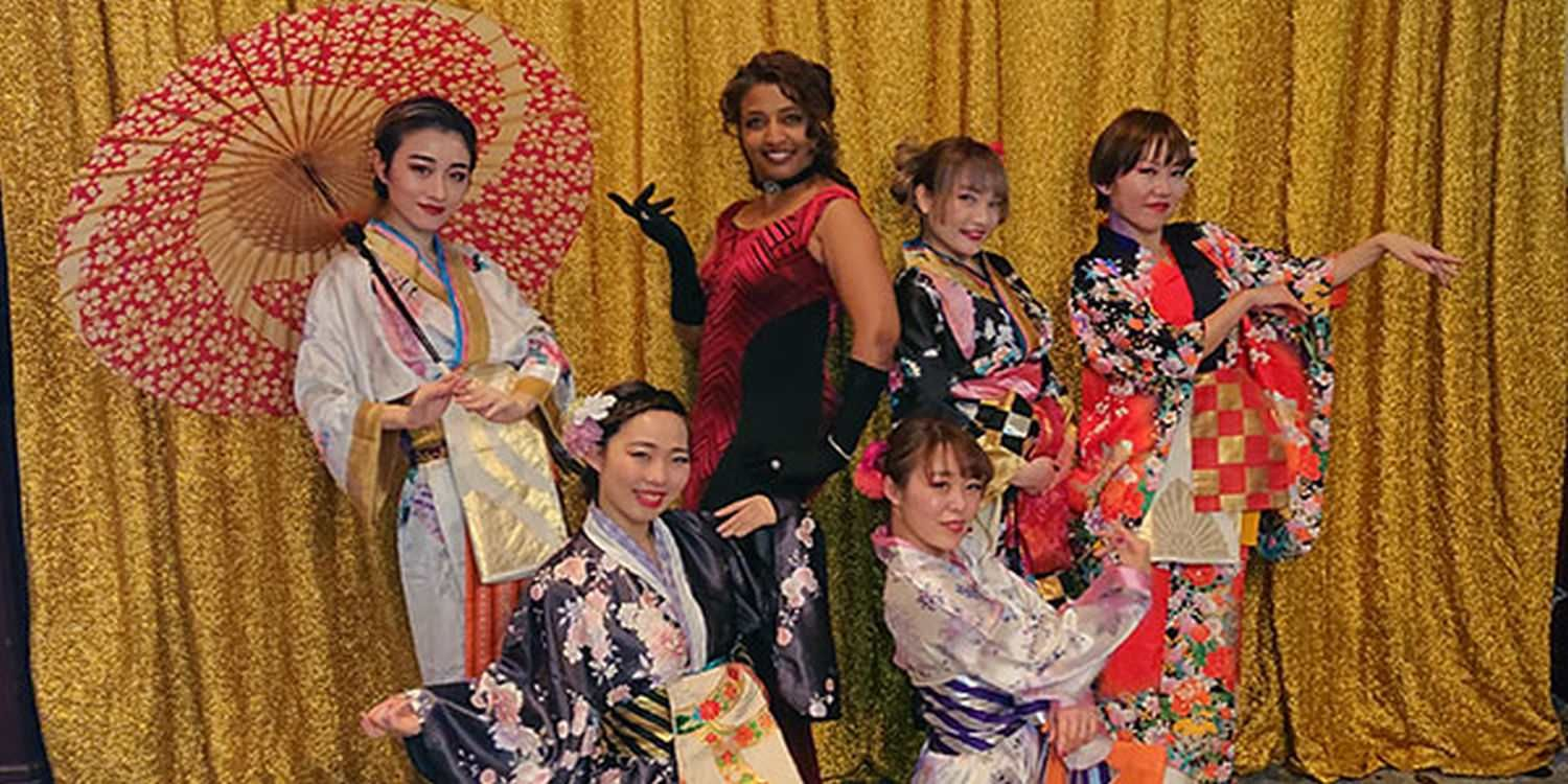 Dancers Surprise Guests With Japanese Fusion!