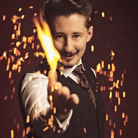 Gentleman of magic - Stage Magic