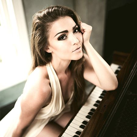 Autumn Melody Thomas - Pianist and vocalist