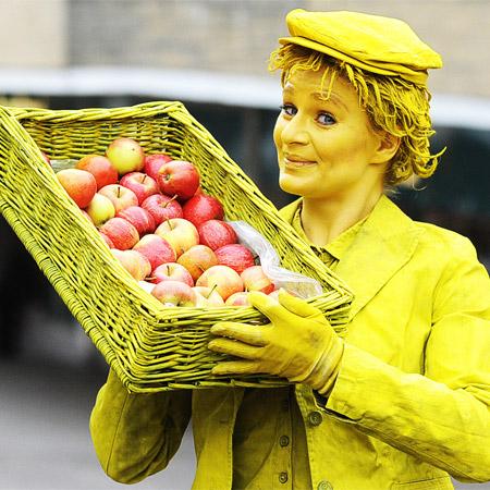 Lutrek Statues - Poet & Fruit Seller