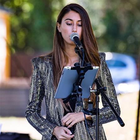 Marta Uriona - Cover Singer