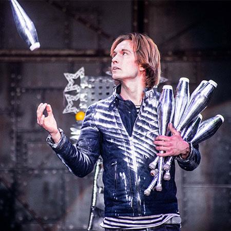 Victor Krachinov - Circus Juggler
