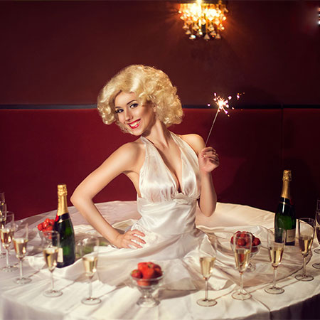 Luminous art-performances - Human Tables