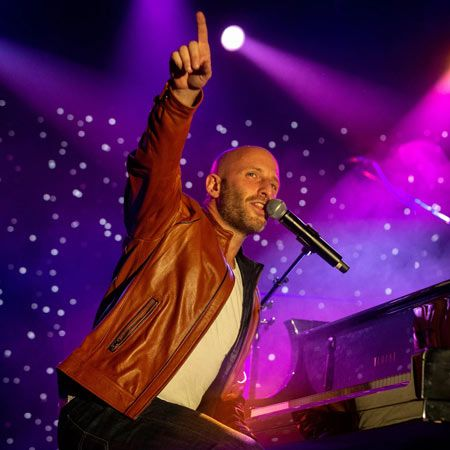 Martin Kaye - Singer and Pianist