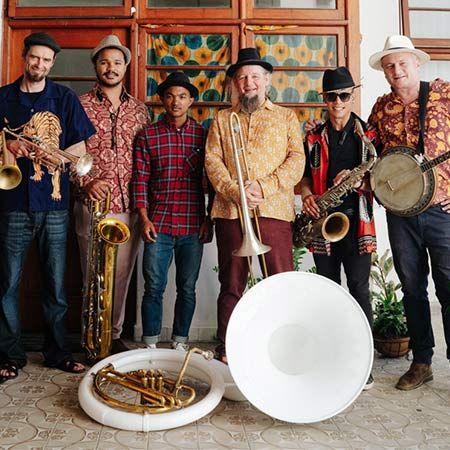 Hanepoot Brass Band - Roaming Band
