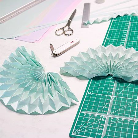 Coco Sato - Virtual Festive Origami (Hollygami)  Workshop