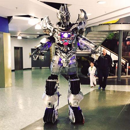 Pastiche - Walkabout Robot