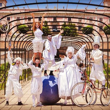 Bambolea Producciones - White Circus Parade