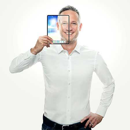 Simon Pierro - iPad Magician