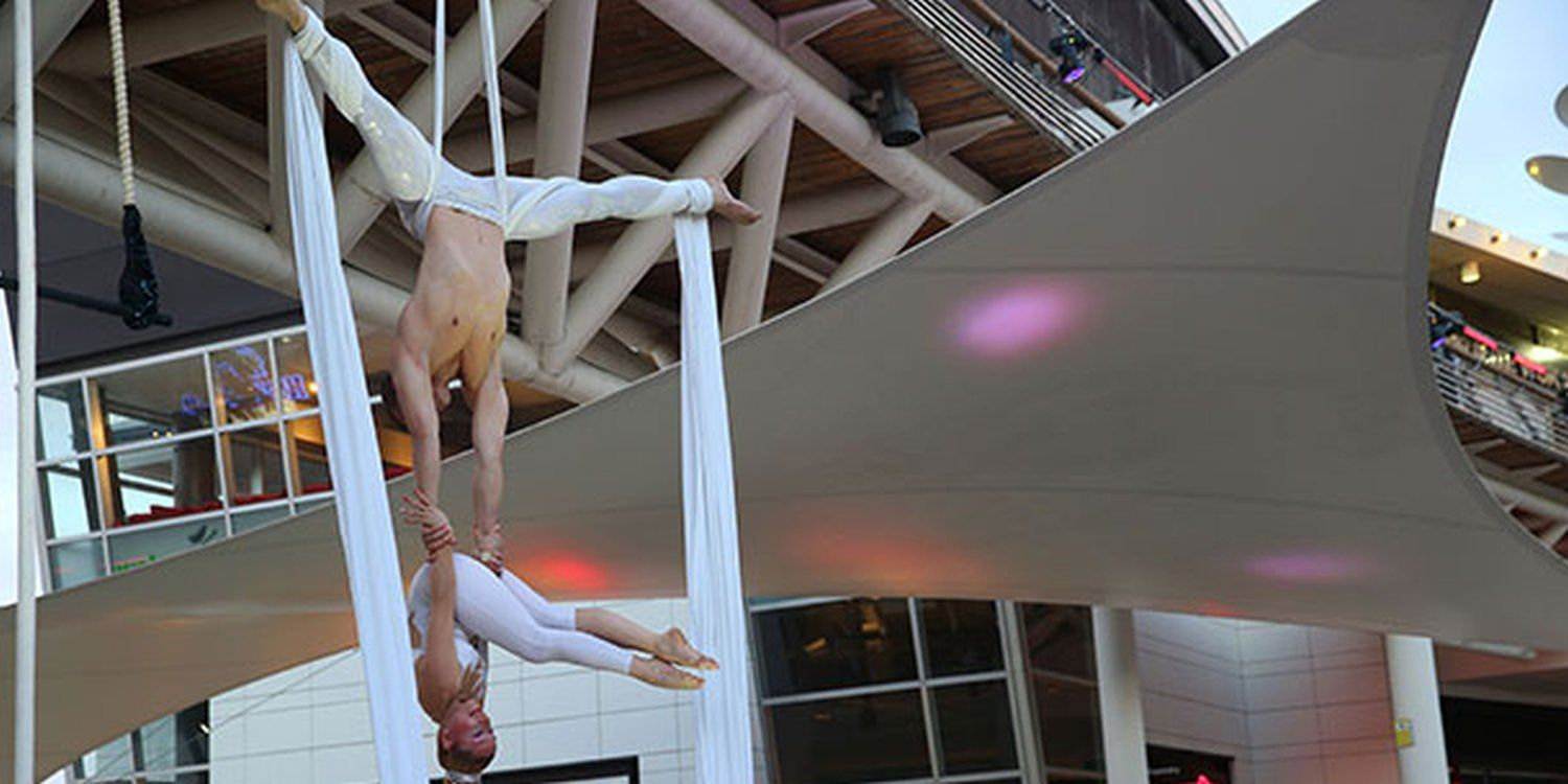 Aerialists A 'High' Light At Spanish Shopping Mall