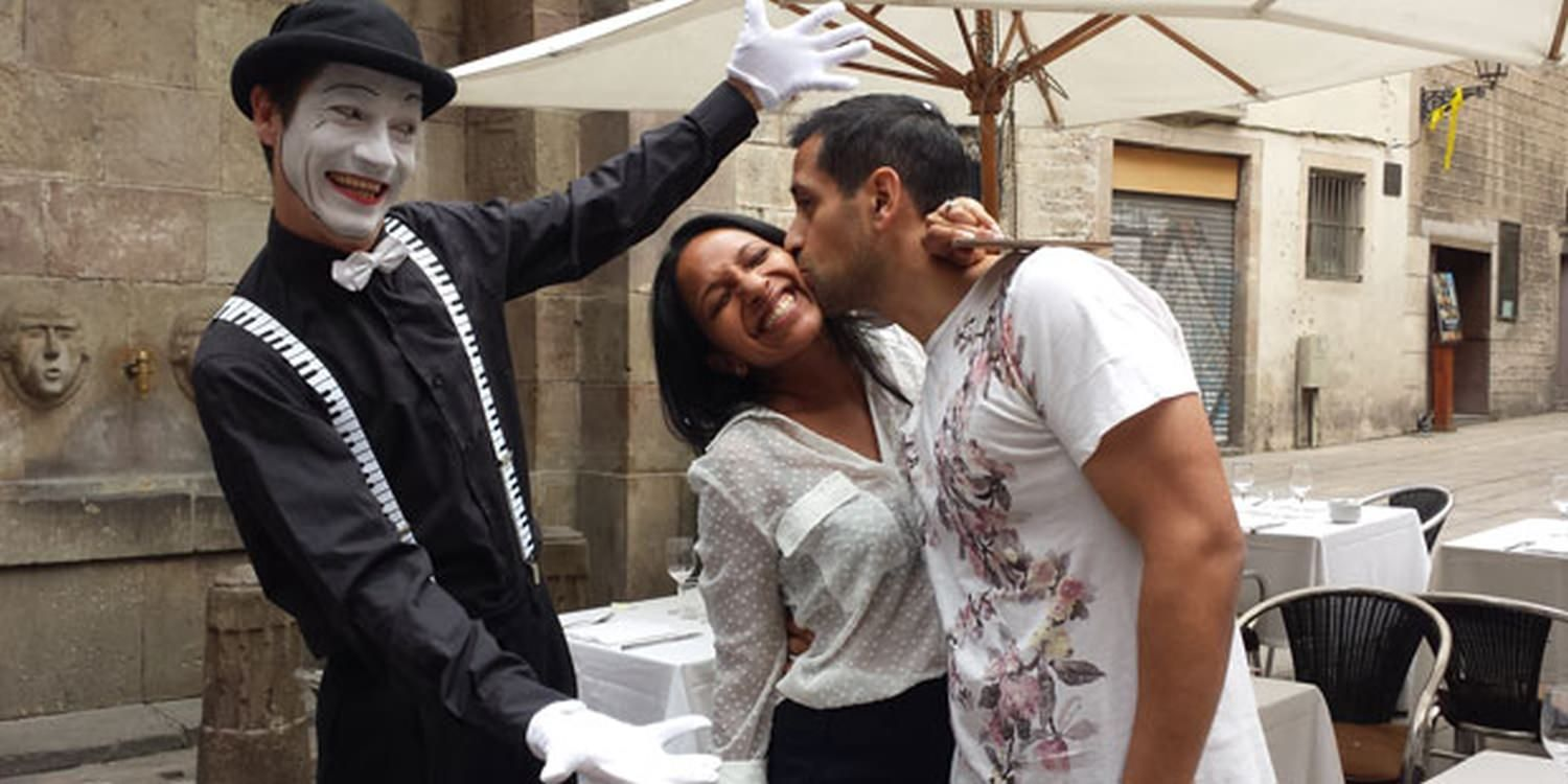 Love Is Mimed In Surprise Barcelona Proposal