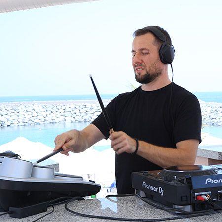 Timo Higgs - DJ + drums