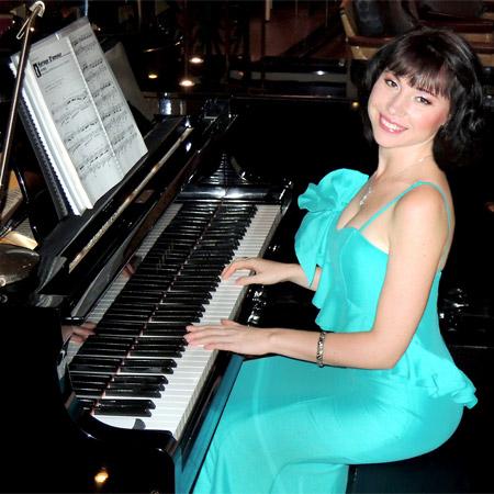 Yuliya Solodkaya - Pianist