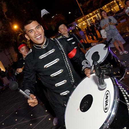 Urban Drum Crew - Drumming