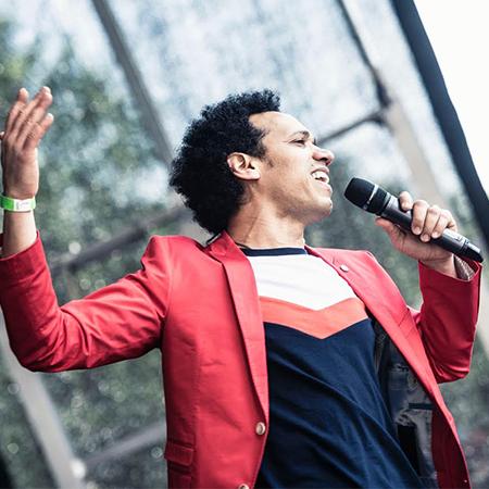 Alexaider Abad - Latin singer and dancer