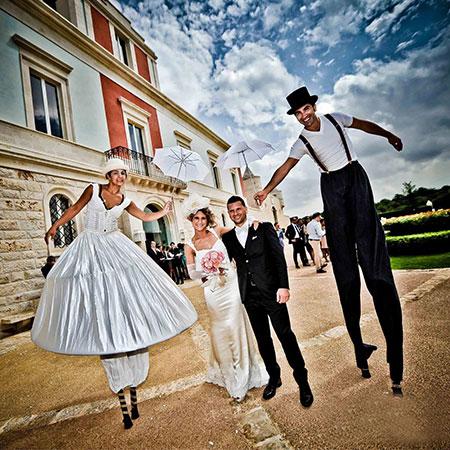 Girovaghi - White Stilt Walkers