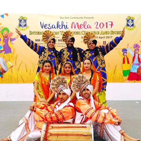 Yaar Panj-Aab Phangra - Indian Dancers