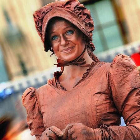 Lutrek Statues - Miss Copper Kettle