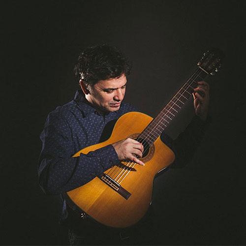 CLASSICAL GUITARIST - Alejandro